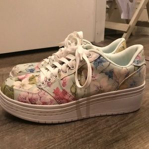 NWOT guess floral sneakers